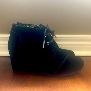 Toms Wedge boots sz 8